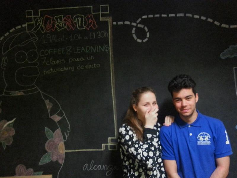 Elwira y Samuel pizarra coworking